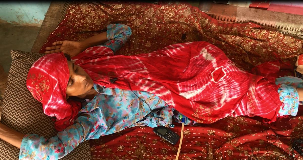An air cooler has been placed to face the cot on which Asmeena lies, to make her comfortable, while her kids run around to ensure their mother has everything she needs.