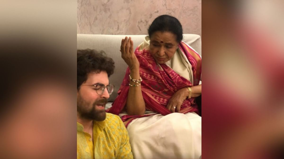 Neil Nitin Mukesh & Asha Bhosle Croon to Evergreen Hit 'Jaane Ja'