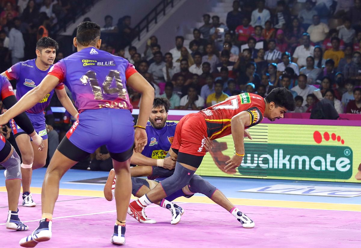 A still from the match between Bengaluru Bulls and Dabang Delhi that took place on Monday, 23 September.