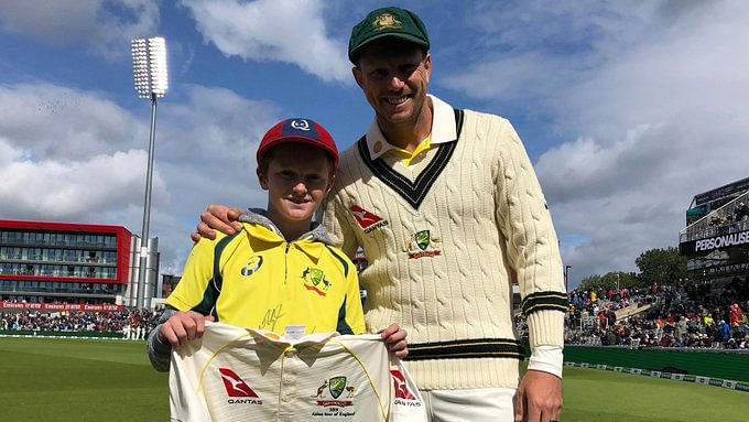 At lunch on Day 2, pacer James Pattinson gifted Max a team T-shirt signed by the entire Australia squad.