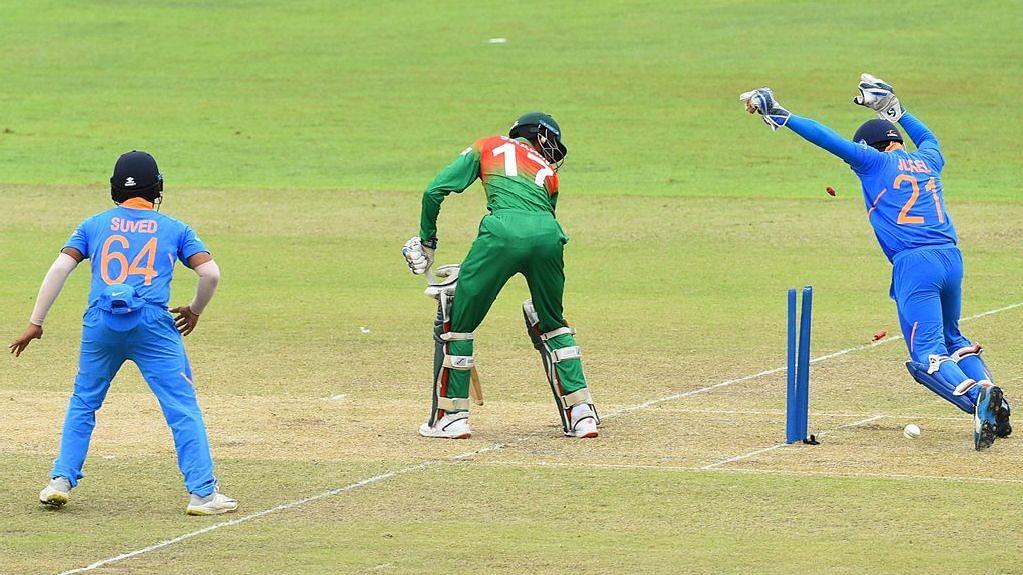 Chasing a small target of 107, skipper Akbar Ali (23) and Mrittunjoy Chowdhury (21) kept Bangladesh in the hunt.