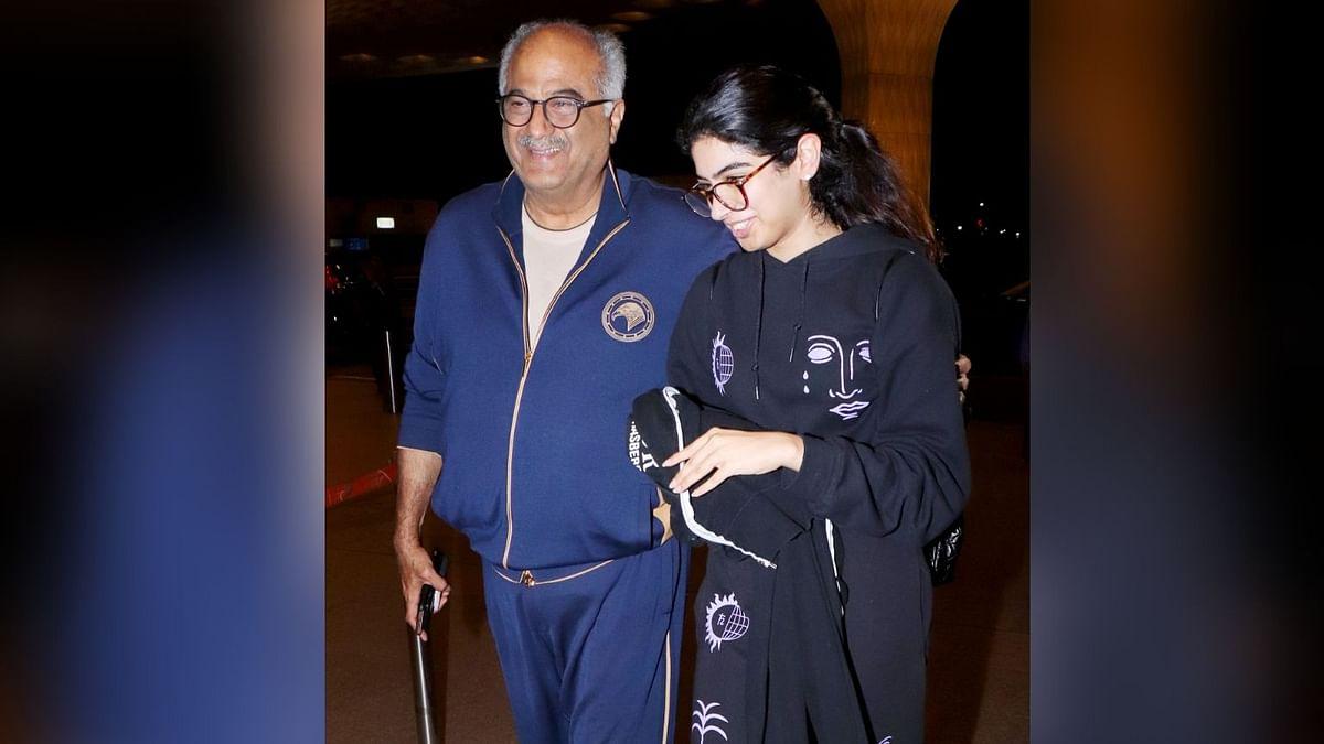 Boney's Daughter Khushi Leaves for New York, Janhvi Bids Goodbye