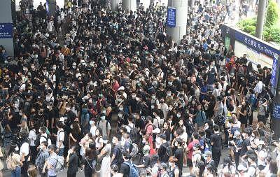 Thousands lend support to Hong Kong school boycott