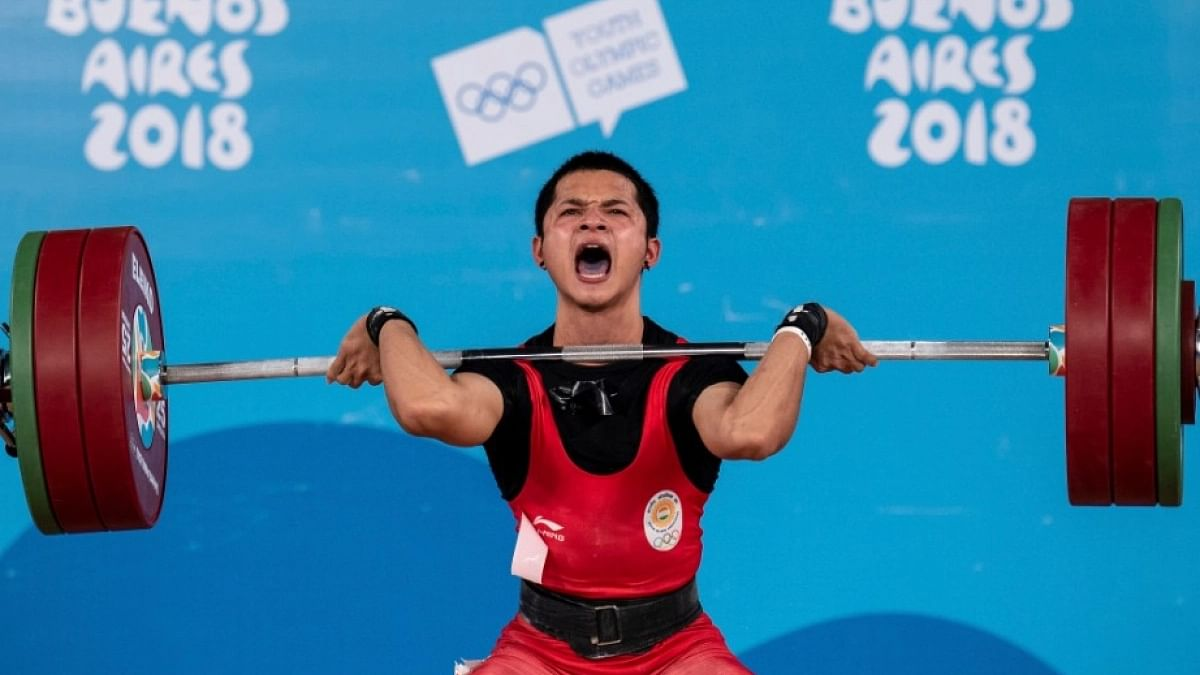 The 16-year-old lifted 296kg (136kg+163kg) in the men's 67kg group B event.