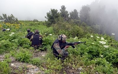 Kupwara: Indian soldiers retaliate as Pakistani troops breach ceasefire at the Line of Control in Nowgam Kupwara sector of Jammu and Kashmir