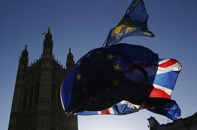 LONDON, Jan. 22, 2019 (Xinhua) -- Photo taken on Jan. 22, 2019 shows the EU flags and UK flag (Union Jack flag) outside the Houses of Parliament in London, Britain. British Prime Minister Theresa May said on Monday that she would not back a no-deal Brexit or delay the country