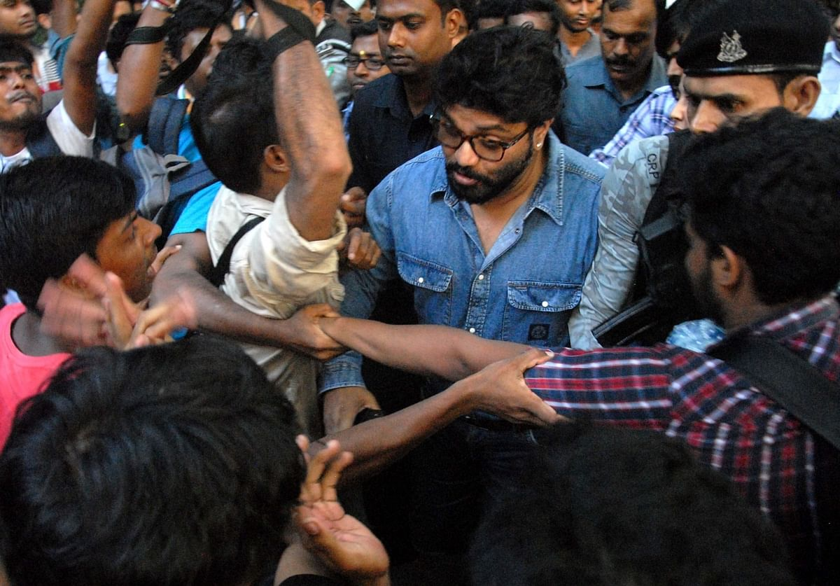Union Minister Babul Supriyo heckled by a section of students of Jadavpur University.
