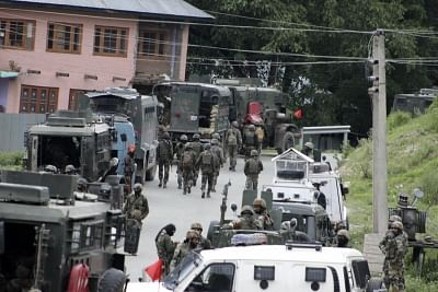 Anantnag: An Indian army major and a militant were killed and three soldiers including another major injured in a gunfight between security forces and militants in Jammu and Kashmir