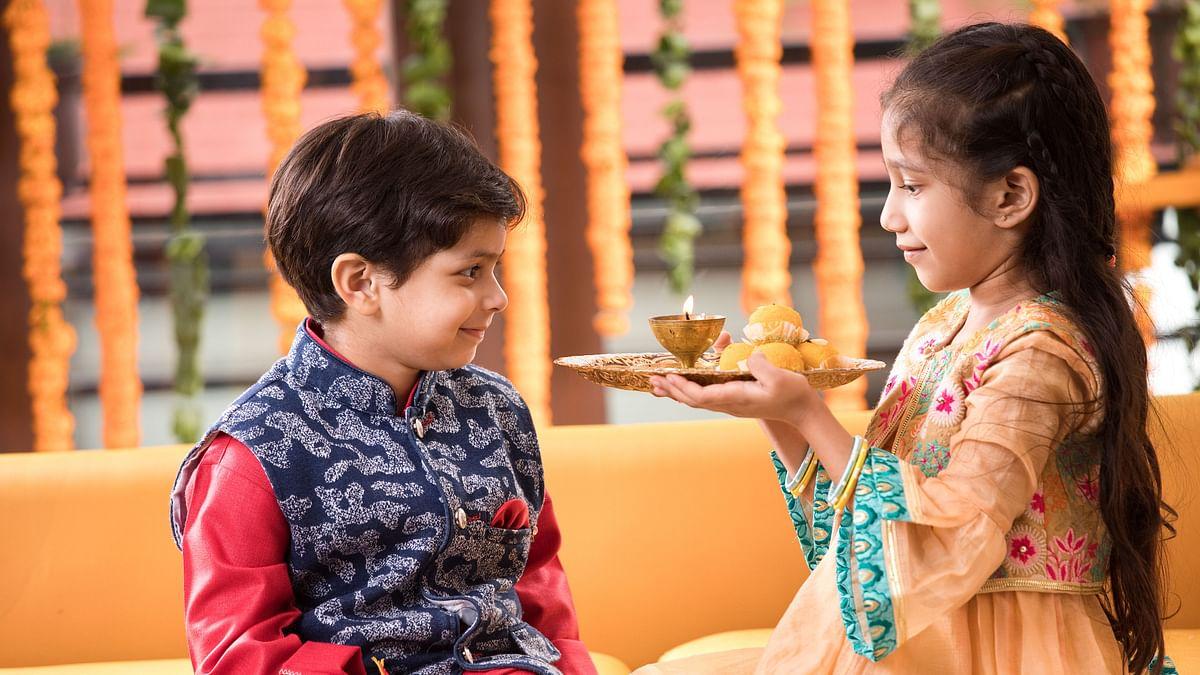 Bhai Dooj 2020 Timing and Tika Muhurat: Bhai Dooj is celebrated on Dwitiya of Shukla Paksha in the month of Kartika in the Hindu calendar.