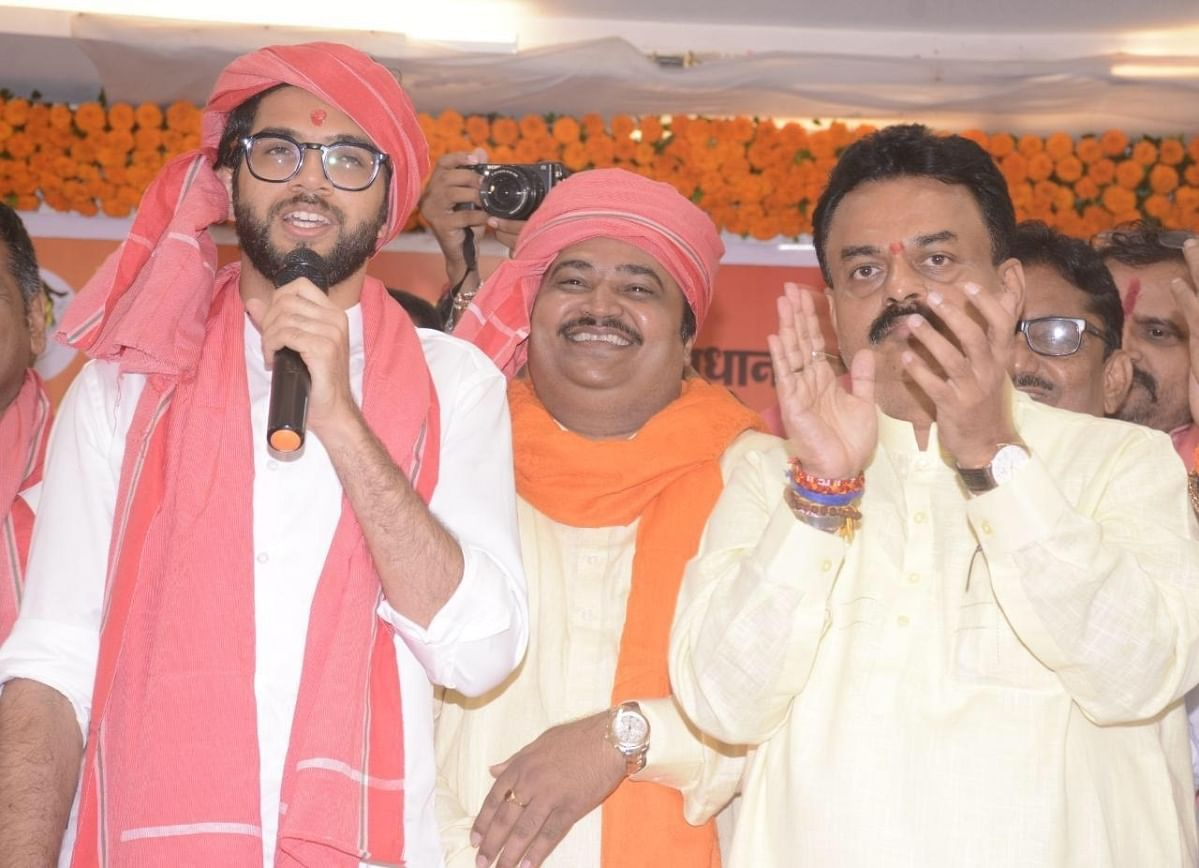 Aaditya Thackeray donning a gamcha at Anand Dubey's event.