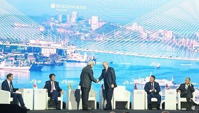 New Delhi: Russian President Vladimir Putin greets Prime Minister Narendra Modi at the Eastern Economic Forum (EEF) 2019 in Vladivostok, Russia on Sep 5, 2019. Also seen Japanese Prime Minister Shinzo Abe, Mongolian President Khaltmaagiin Battulga and Malaysian Prime Minister Mahathir Bin Mohamad. (Photo: IANS/PIB)
