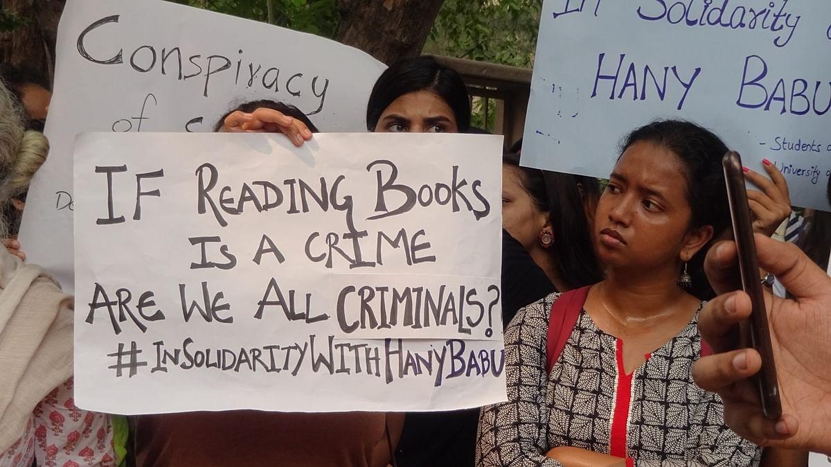 'Harassment': DU Students Condemn Raids at Hany Babu's Residence