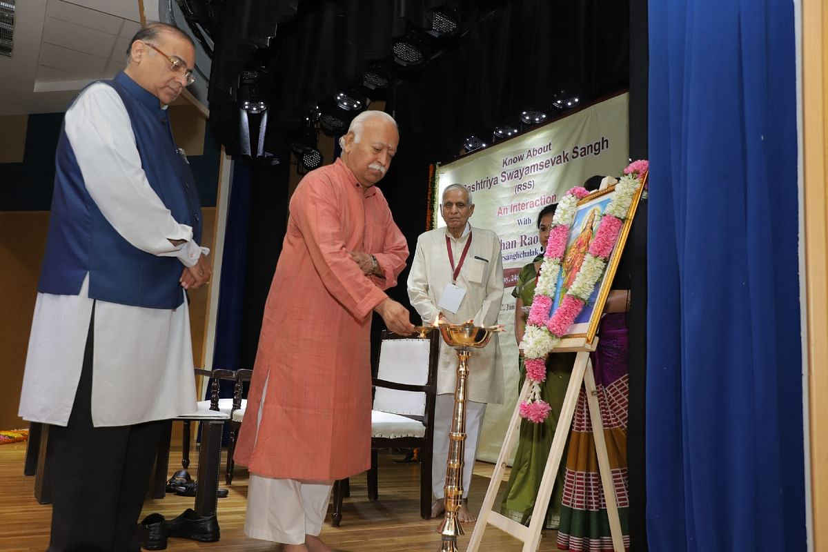 """Image of RSS sarsangchalak Mohan Bhagwat (lighting the lamp) at the """"closed door"""" event with foreign press on 24 September."""