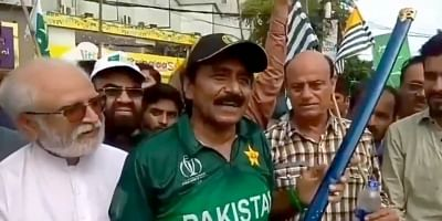 After Pakistan Prime Minister Imran Khan threatened India of a war over the Kashmir issue, former cricketer Javed Miandad has also spread venom with a video of him going viral on social media.