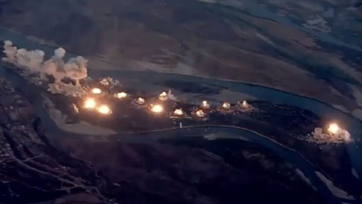 US Warplanes Drop 40 Tons of Bombs on 'IS-Infested' Iraqi Island