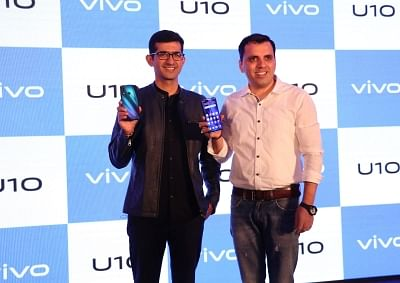 New Delhi:  Vivo India Director (Brand Strategy) Nipun Marya and Director (E-commerce) Pankaj Gandhi unveil Vivo U10 smartphone in New Delhi on Sep 24, 2019. (Photo: IANS)