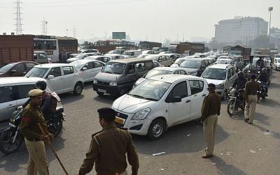Gurugram: Security checks cause heavy traffic jam after Delhi-NCR put on high alert ahead of the farmers
