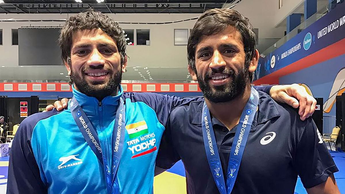 Bajrang Punia (right) and Ravi Kumar Dahiya with respective medals at the World Wrestling Championships.