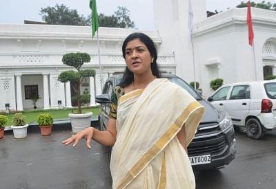 Disgruntled AAP MlA Alka Lamba meets Sonia Gandhi