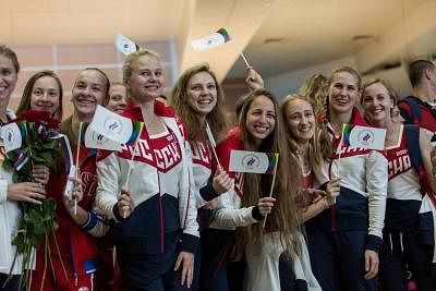 MOSCOW, July 28, 2016 (Xinhua) -- Russian athletes bid farewell to people at the Sheremetyevo airport in Moscow, Russia, July 28, 2016. About 70 Russian athletes left Moscow on Thursday for Rio de Janeiro to take part in the Rio 2016 Olympic Games. Those athletes are from Russian national teams of volleyball, handball, boxing, table tennis, synchronised swimming and equestrian.  (Xinhua/Evgeny Sinitsyn) (mcg/IANS)