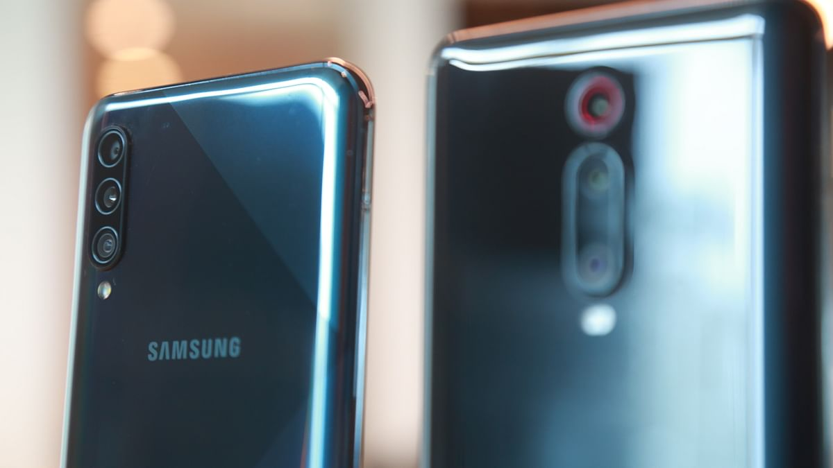 Triple cameras should be aligned vertically or horizontally for better aesthetics.