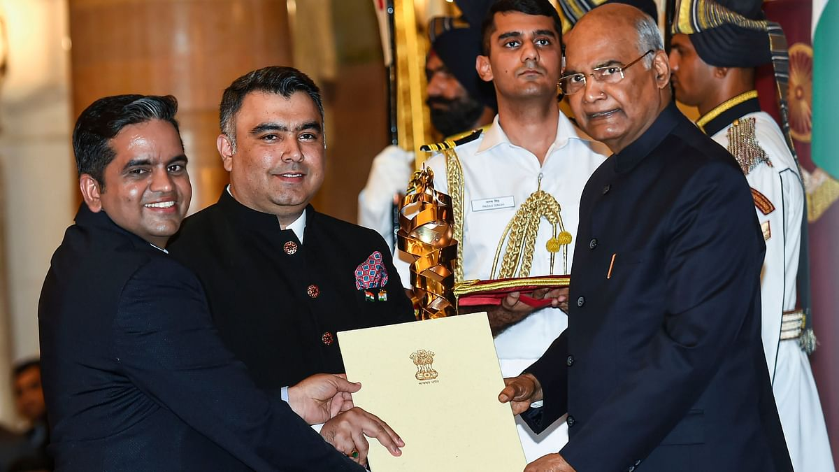 President Ram Nath Kovind presents Rashtriya Khel Protsahan Puruskar 2019 to Gagan Narang and Pawan Singh (L) representing Gagan Narang Sports Promotion Foundation.