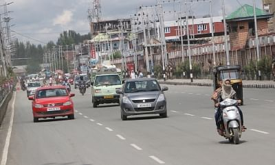 Srinagar: Vehicles ply on a Srinagar road on Aug 16, 2019. Jammu and Kashmir Chief Secretary B.V.R. Subrahmanyam announced on Friday restrictions in Jammu and Kashmir placed after the axing of Article 370 will be lifted in a phased manner from Friday night. (Photo: IANS)