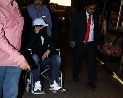 "After shooting for his film ""Angrezi Medium"" in London, actor Irrfan Khan has returned to India. Irrfan was spotted at Mumbai airport on Friday. A lot of pictures are doing the rounds on the Internet in which he is seen hiding his face and using wheelchair to get to his  car, reports republicworld.com."