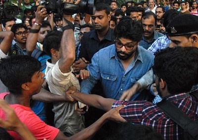 Kolkata: Union Minister Babul Supriyo heckled by a section of students of Jadavpur University during his visit to the campus to attend an event organised by the Akhil Bharatiya Vidyarthi Parishad (ABVP) in Kolkata on Sep 19, 2019. Several slogan-shouting pro-Left students surrounded Supriyo as soon as he arrived and asked him to leave. He was headed to the K.P. Basu Memorial Hall where a freshers
