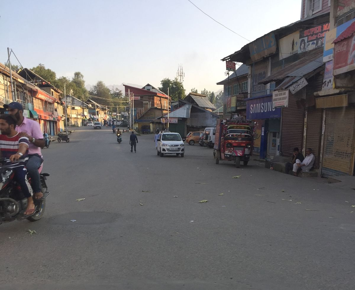 Shopian market.