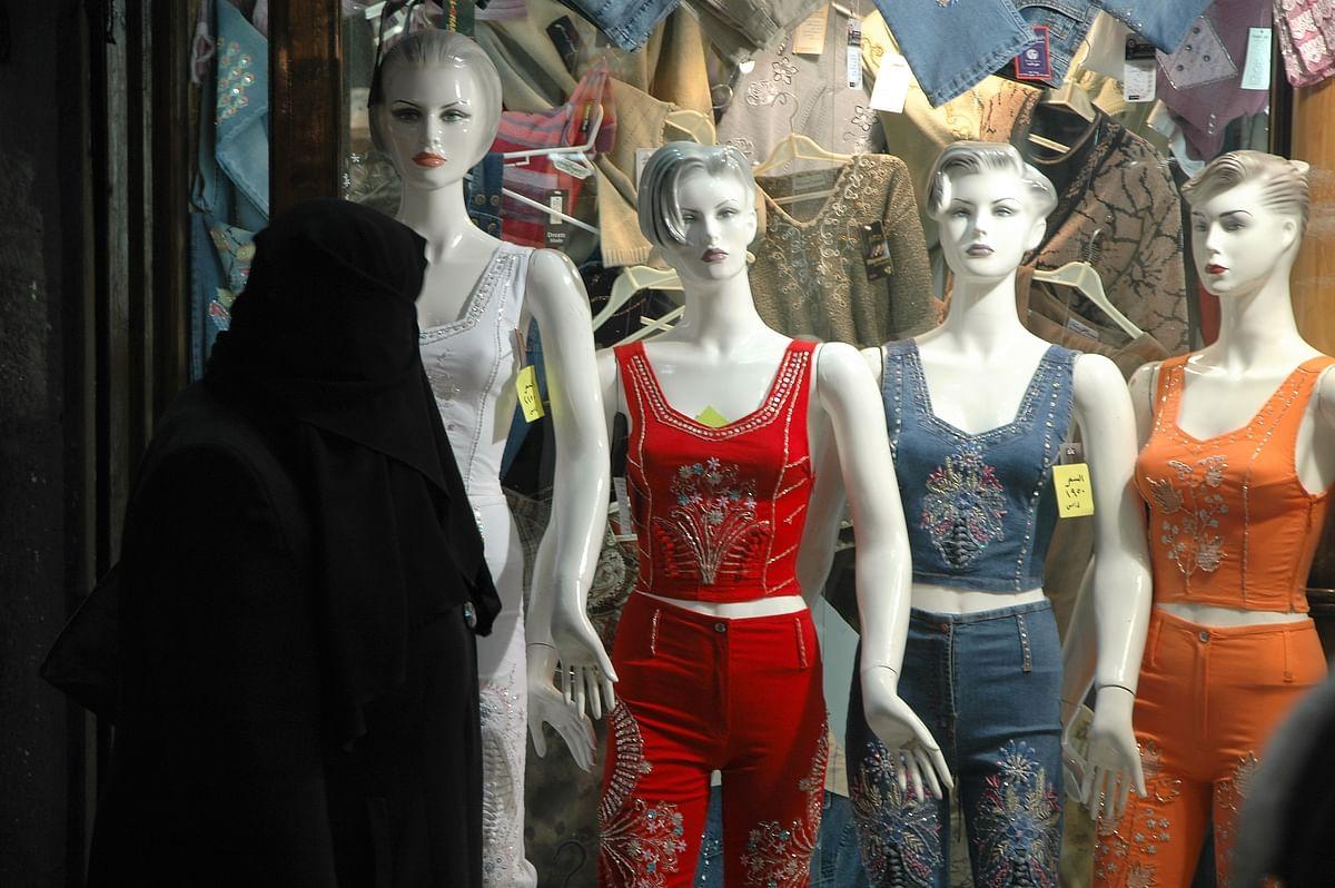 Window shopping in Suq-al-Hamidiyah, Damascus.