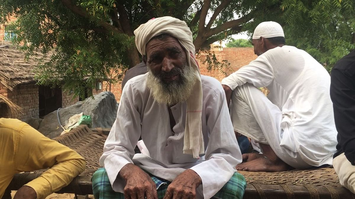 Suleiman lives with his wife and travels to the court in Alwar twice every week. With Rakbar's wife paralysed, he has taken charge of tracking the court proceedings.