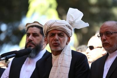 """KABUL, June 4, 2019 (Xinhua) -- Afghan President Mohammad Ashraf Ghani (C) speaks during the Eid al-Fitr prayer at the presidential palace in Kabul, capital of Afghanistan, June 4, 2019. Afghan President Mohammad Ashraf Ghani on Tuesday expressed his government readiness to observe ceasefire if the Taliban outfit does. """"The government of Afghanistan is always ready to observe ceasefire but the Taliban group isn"""
