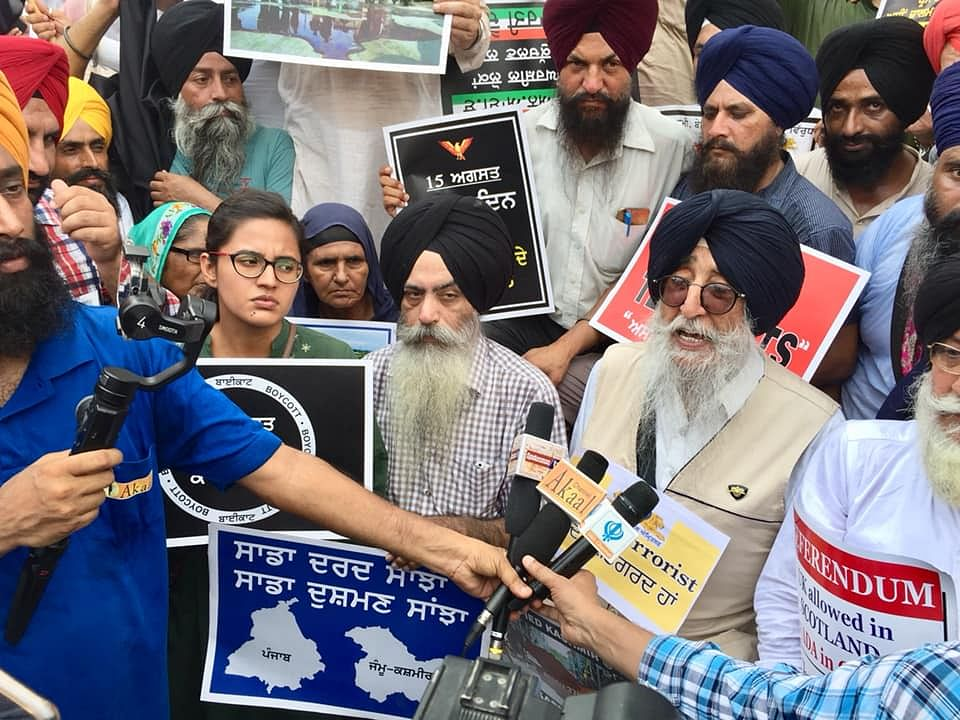 Left-wing activists participated in a protest over Kashmir, organised by Panthic outfits on 15 August.