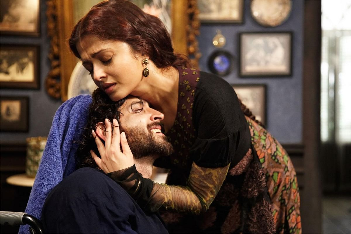Aishwarya Rai Bachchan and Hrithik Roshan in 'Guzaarish'.