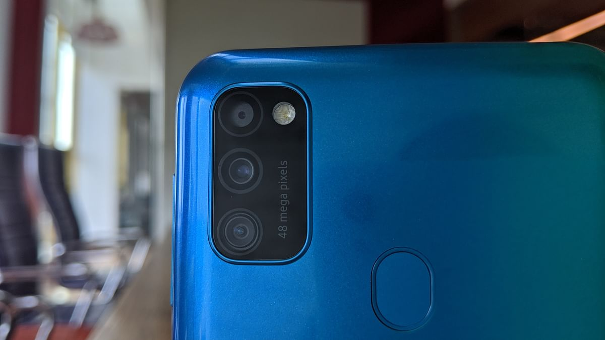 The M30s comes with a triple lens camera at the back.