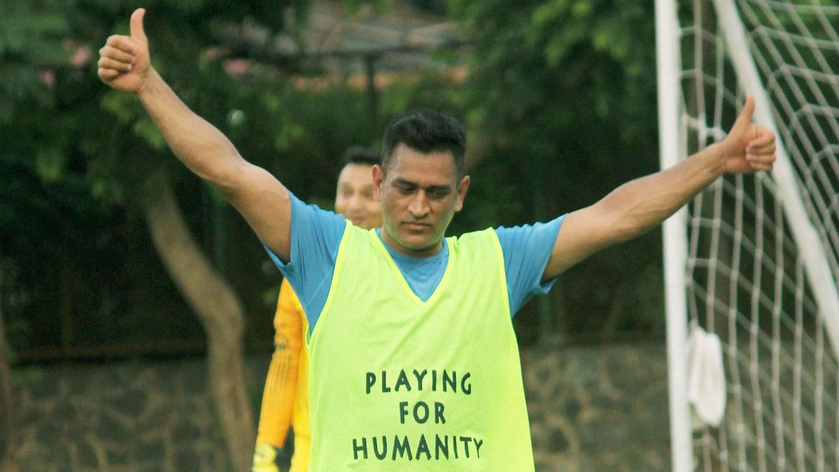 Amid Reports of Injury, Dhoni Spotted Playing Football in Mumbai
