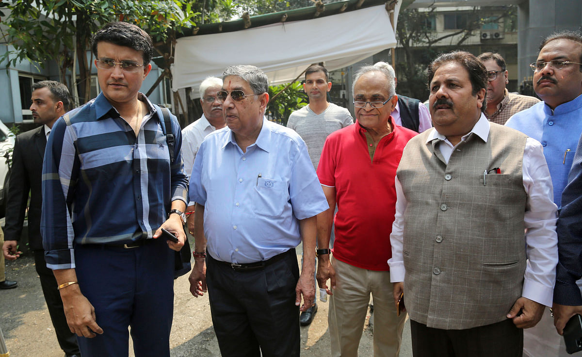 Sourav Ganguly with former BCCI President N Srinivasan, former Secretary Niranjan Shah and former IPL chairman Rajiv Shukla outside the BCCI headquarters.