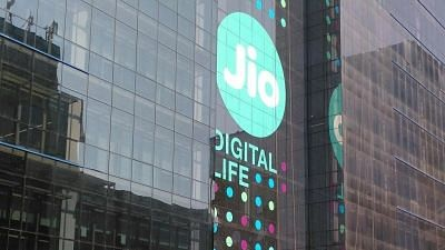 Jio Partners with AeroMobile for In-Flight Mobile Connectivity