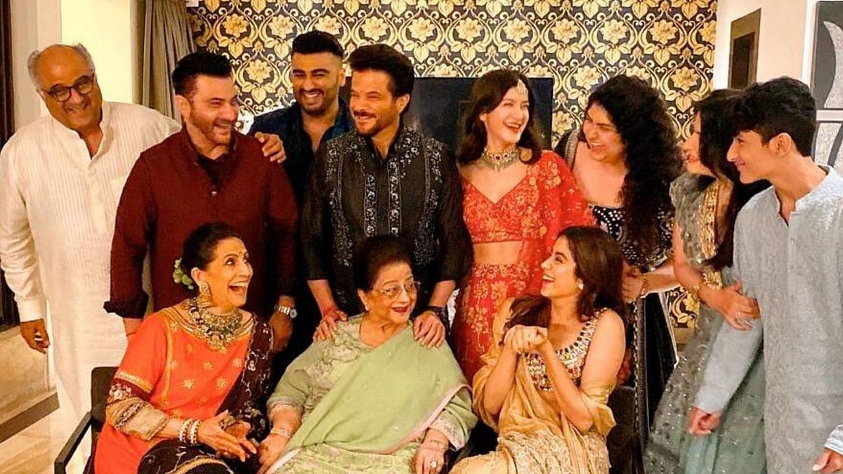 Janhvi, Arjun Share Cute BTS Photos from the Kapoor Diwali Party