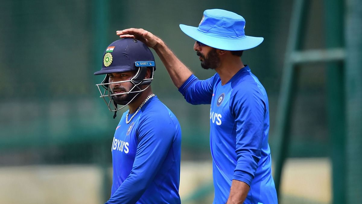 Indian batting coach Vikram Rathour and Rishabh Pant during a practice session ahead of the 3rd T20 match against South Africa at Chinnaswamy Stadium.