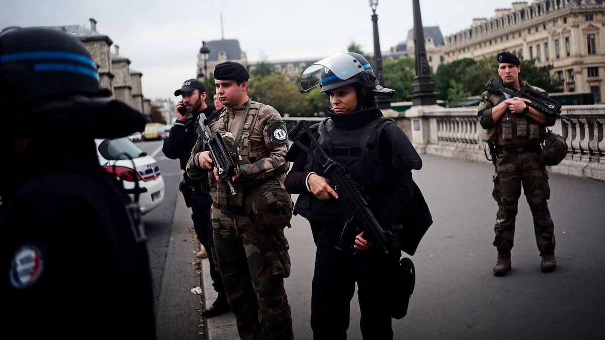 'Saw Cops Crying Out of Panic': Witness Recalls Paris Knife Attack