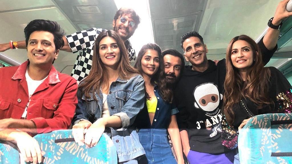 In Pics: 'Housefull 4' Cast Sets off on a Train Journey to Delhi