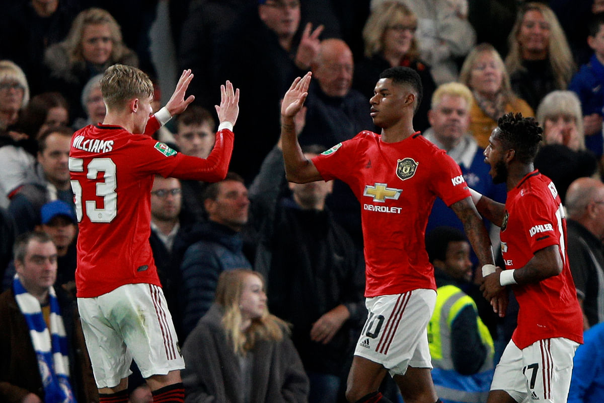 Marcus Rashford struck a free kick from 30 yards that dipped high into the net to clinch a 2-1 win for Manchester United against Chelsea.