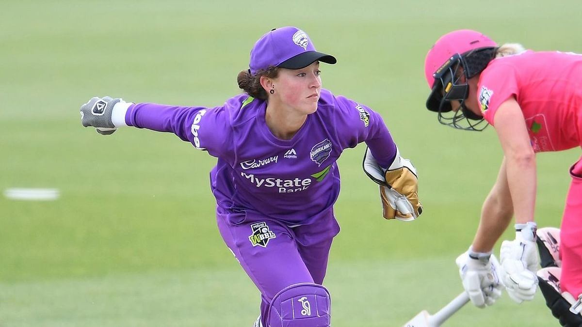 Hobart Hurricanes wicketkeeper Emily Smith has been banned for the remainder of the women's season.