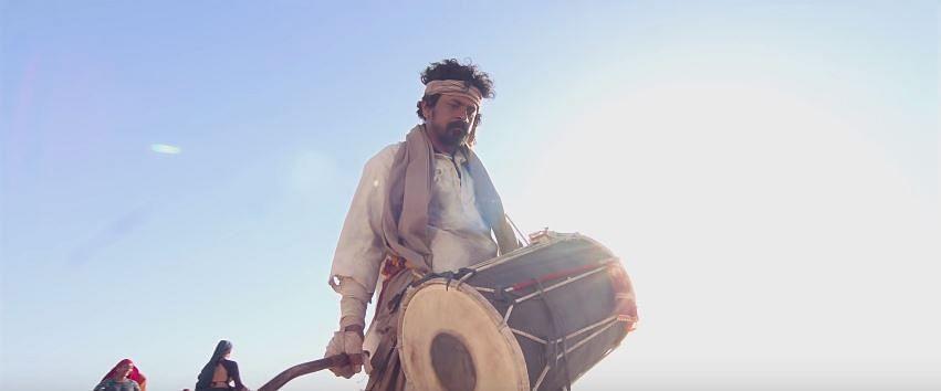 Jayesh More as Muljhi in a still from <i>Hellaro.</i>
