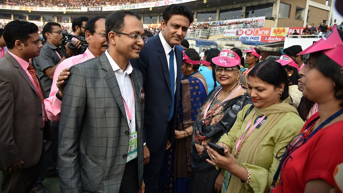 20 breast cancer survivors who have valiantly battled and endured this disease were felicitated by  Sourav Ganguly and Abhishek Dalmiya, secretary of CAB.