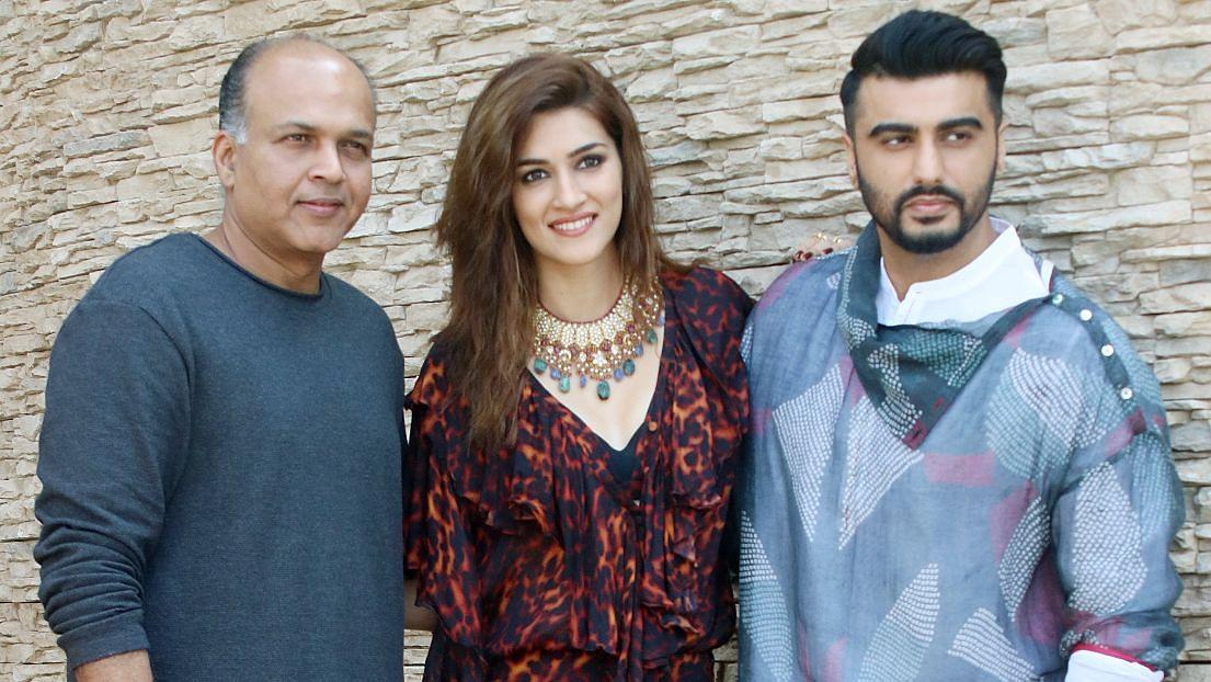 <i>Panipat </i>director Ashutosh Gowariker with Kriti Sanon and Arjun Kapoor.