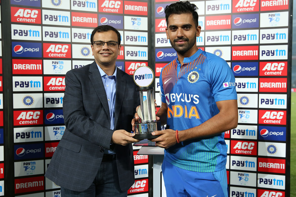 Deepak Chahar receives the man of the series award after the 3rd T20 International match between India and Bangladesh held at the Vidarbha Cricket Association Stadium, Nagpur on the 10th November 2019.