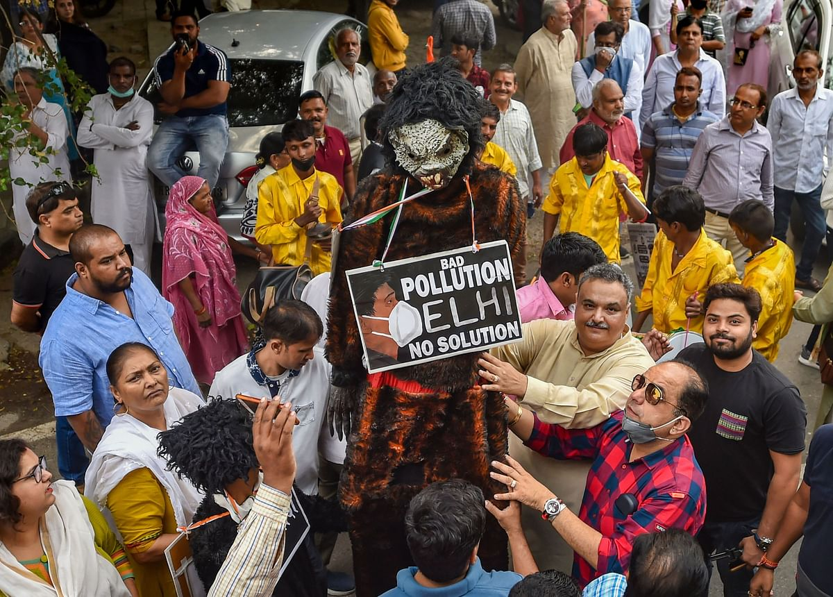 Congress supporters protest against Delhi Chief Minister Arvind Kejriwal in relation to the soaring pollution levels in Delhi, near his residence.